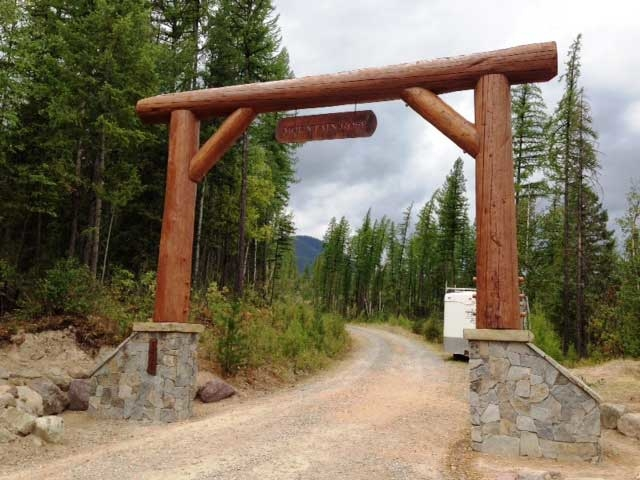 mountain rose entrance gate